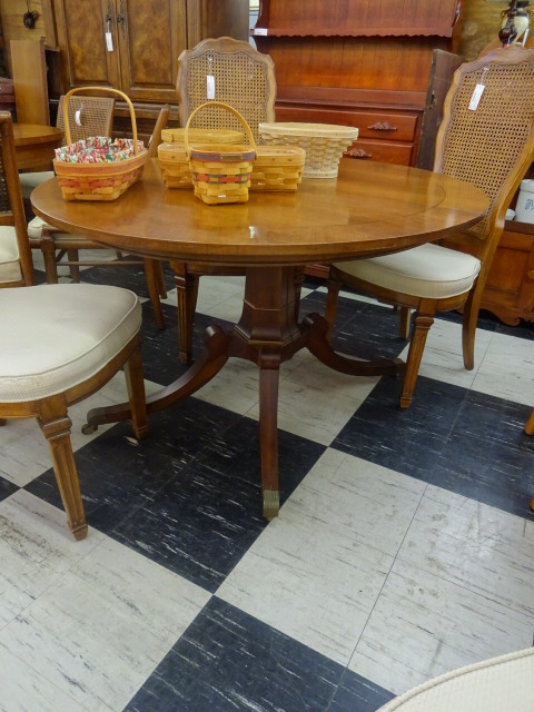 Henredon Circa 1960 PEDESTAL Dining Table with 2 Leaves