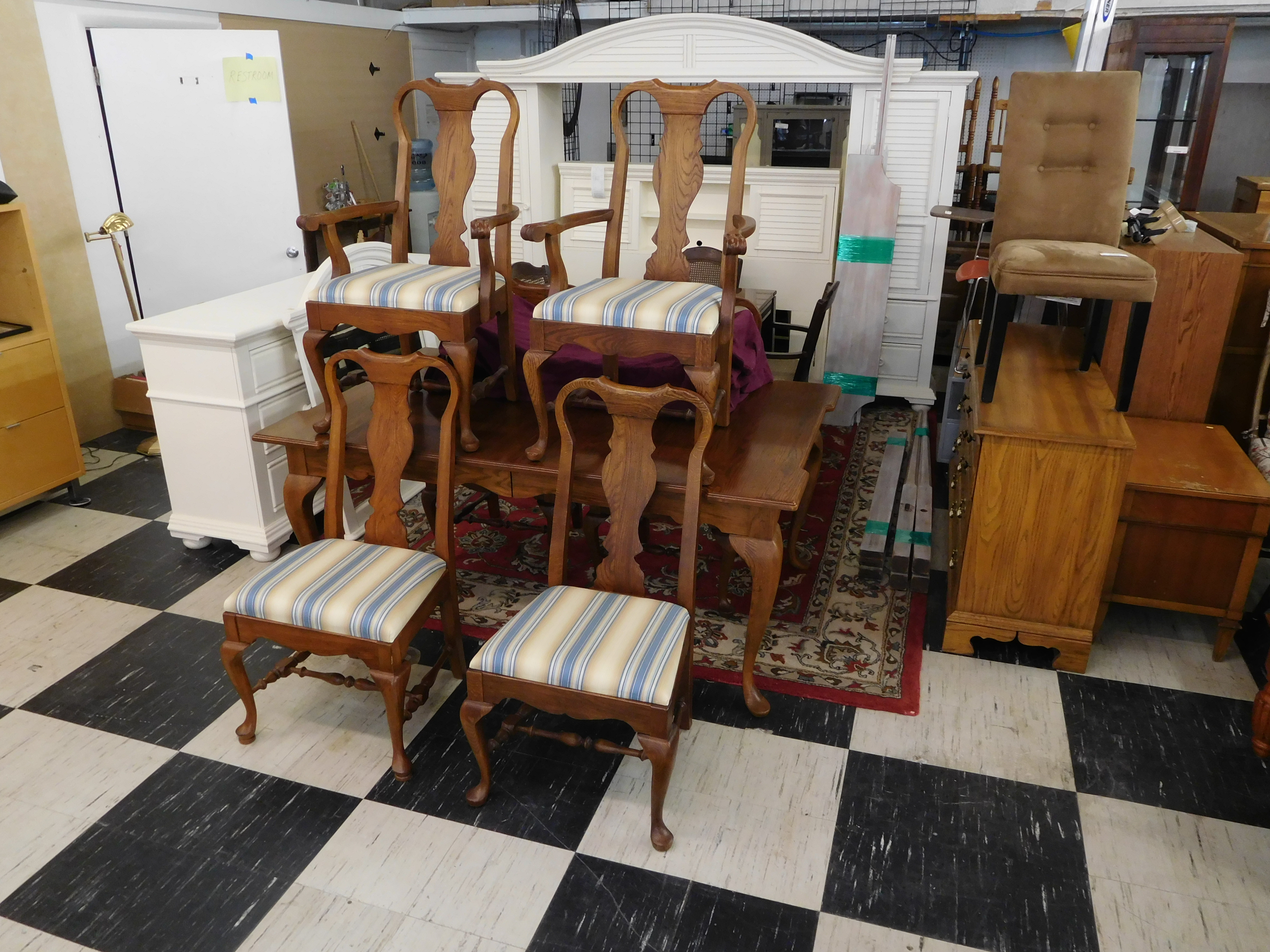 Pennsylvania House Oak Dining Table with 6 Chairs and 2 Leaves