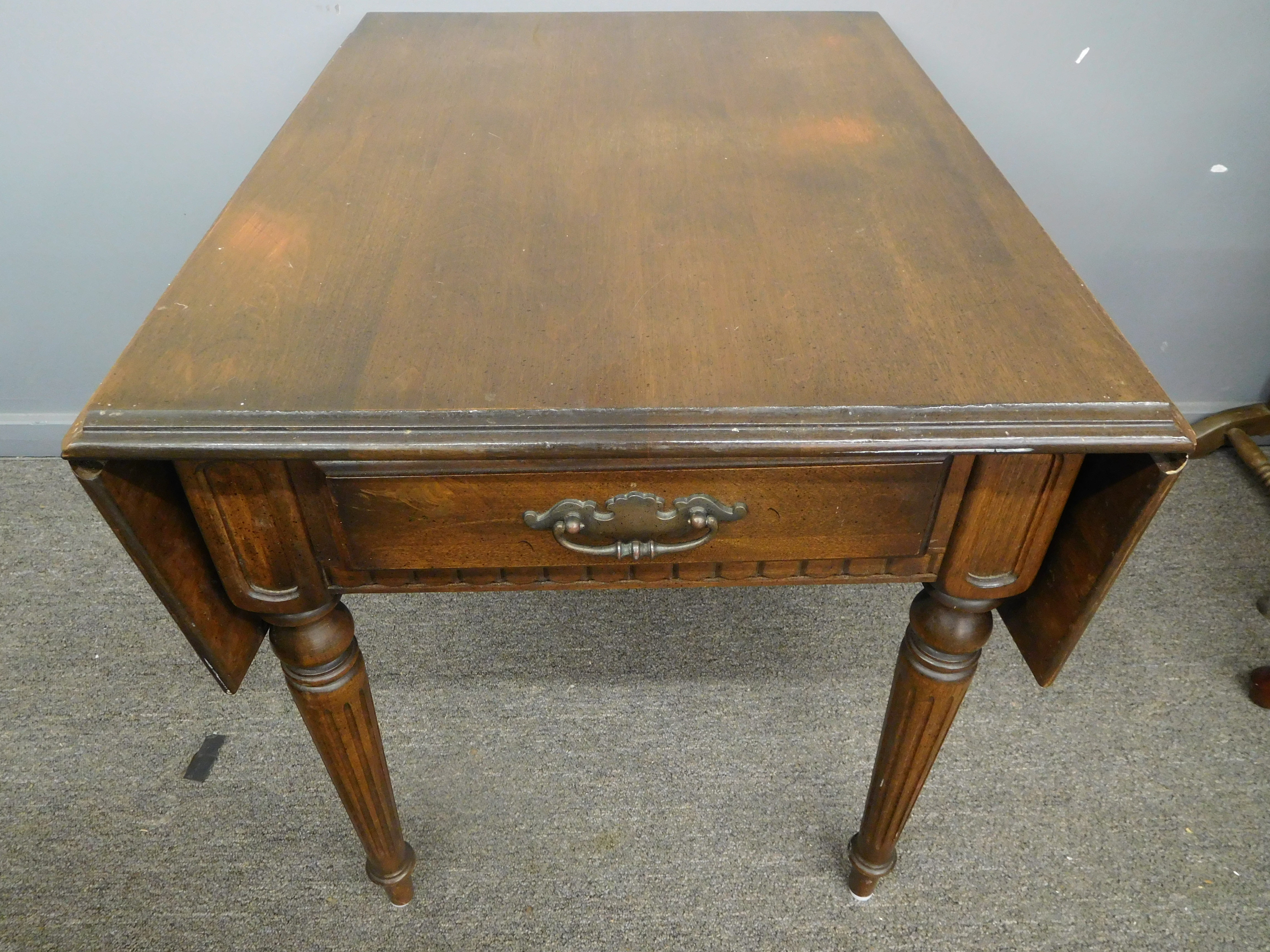 Ethan Allen Vintage Double Drop Leaf End Table w/ Drawer