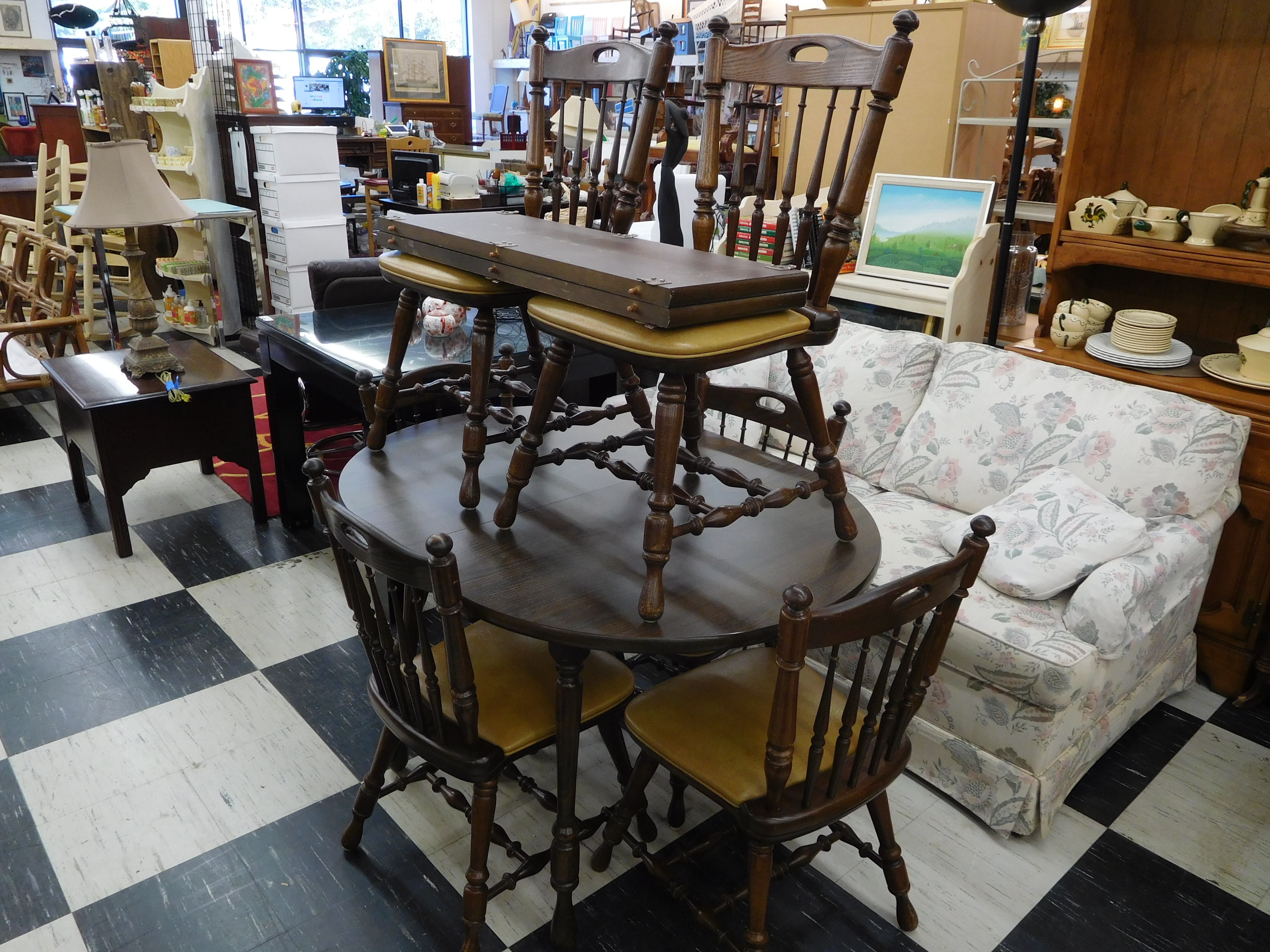 Vintage Oak Round Table with 2 Leaves and 6 Chairs
