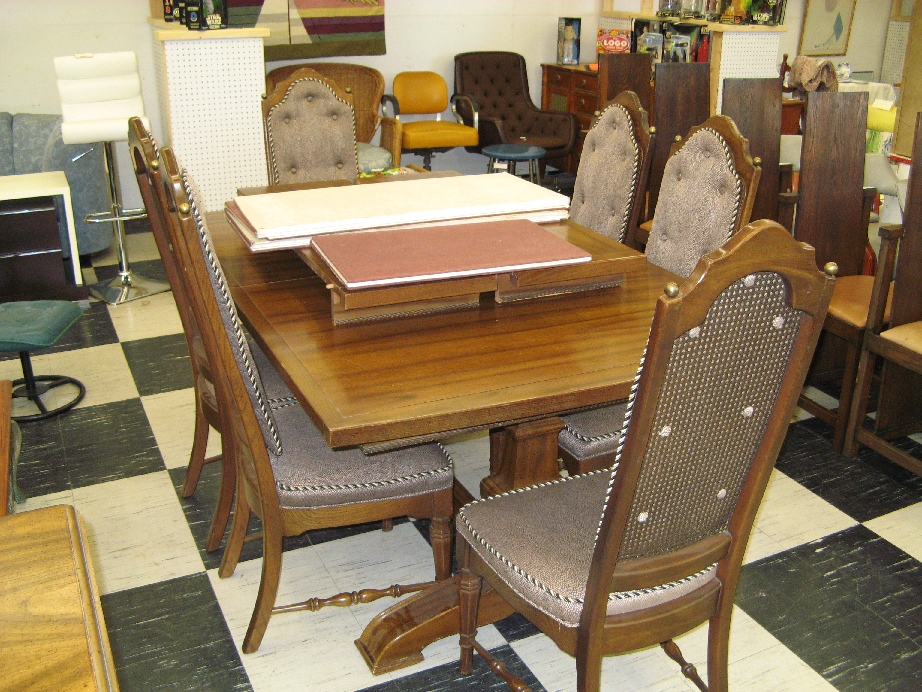Vintage American Drew Dining Room Table With 6 Chairs
