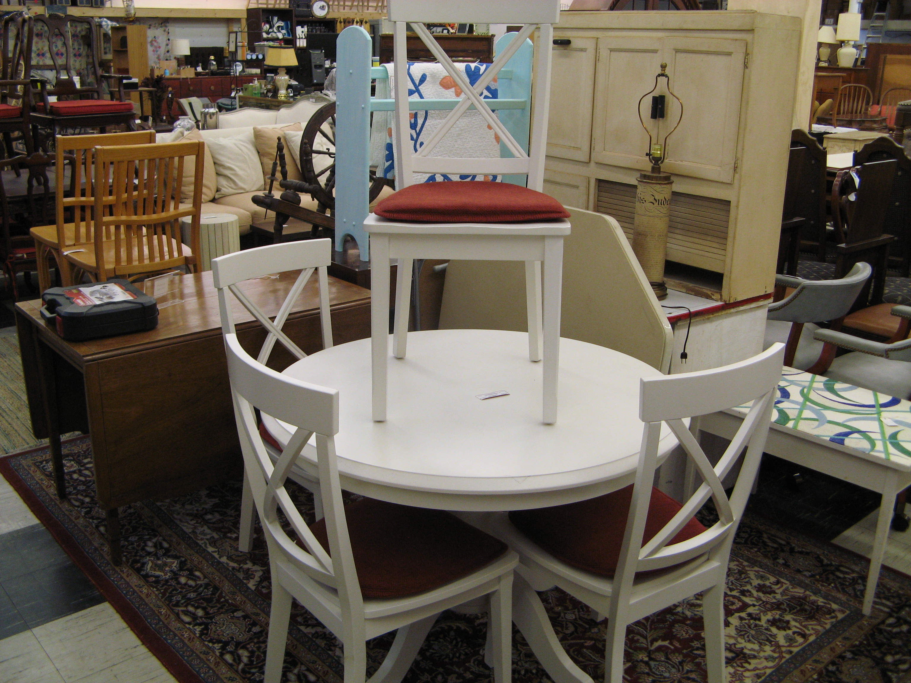 White Round Dining Table w/ 4 Matching Chairs
