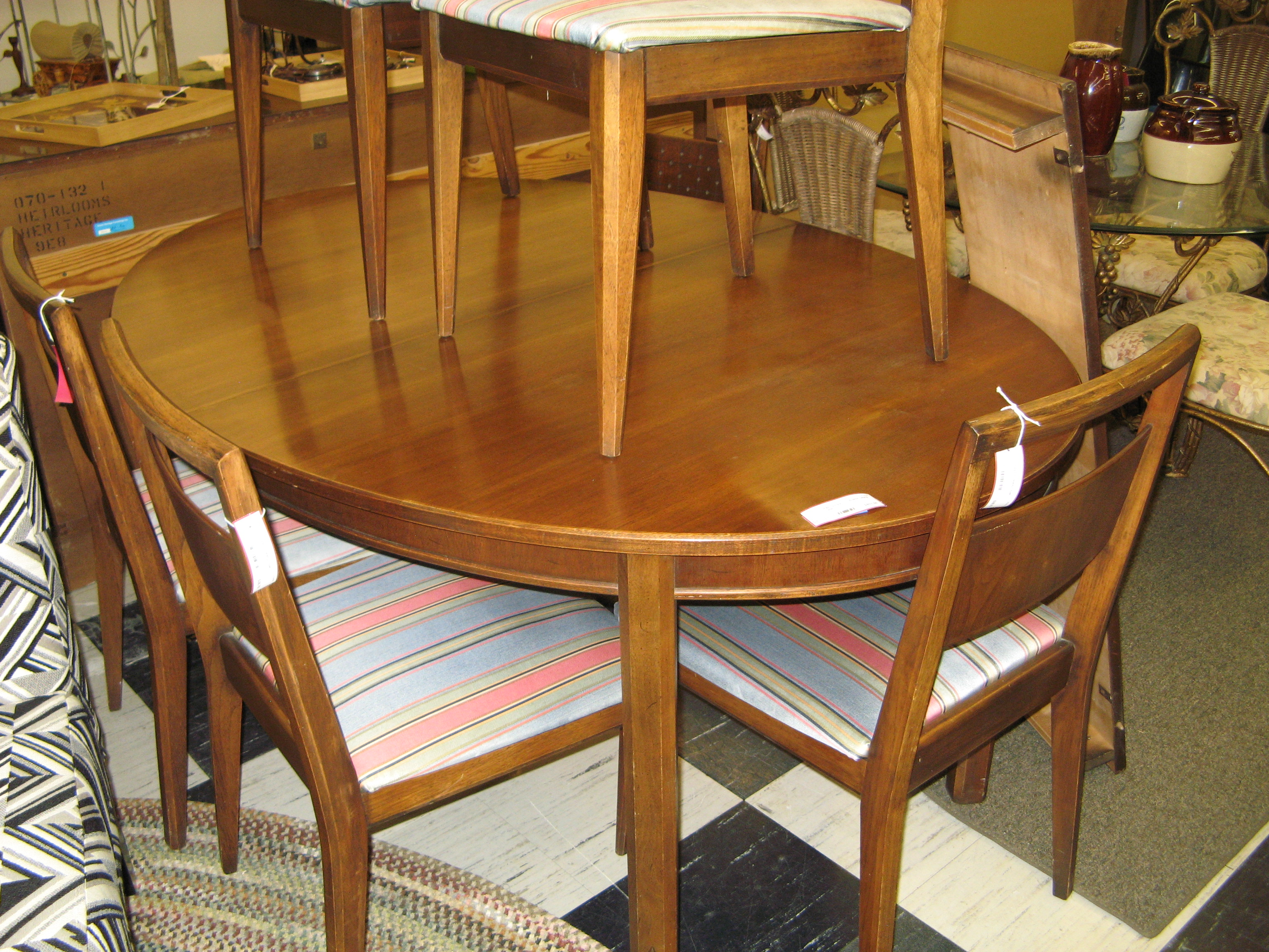 R&E Gordon Furn. Co. Walnut Oval Dining Table
