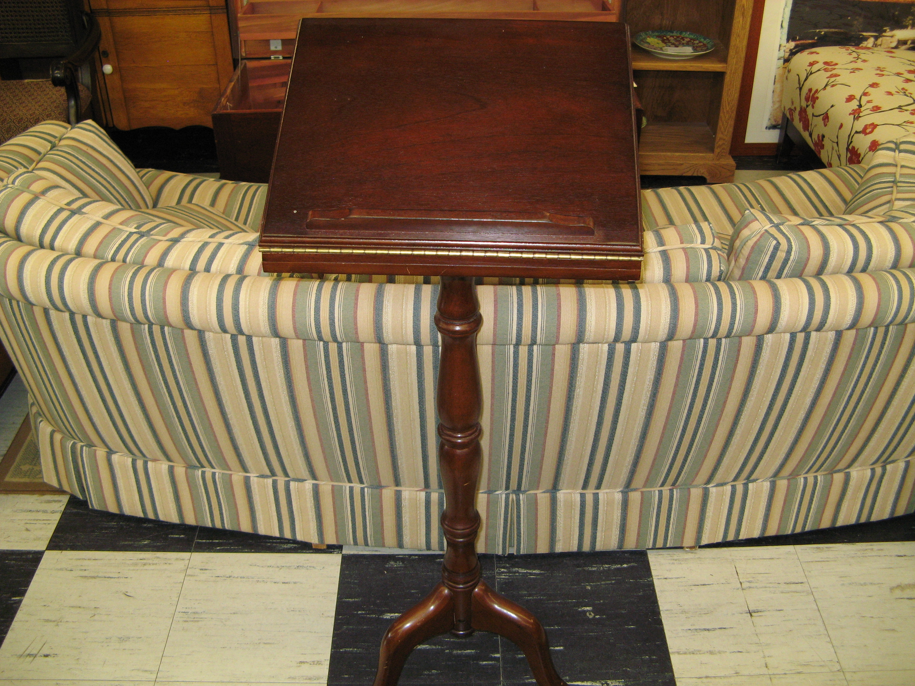 Wooden Music Stand with Turned Pedestal Base