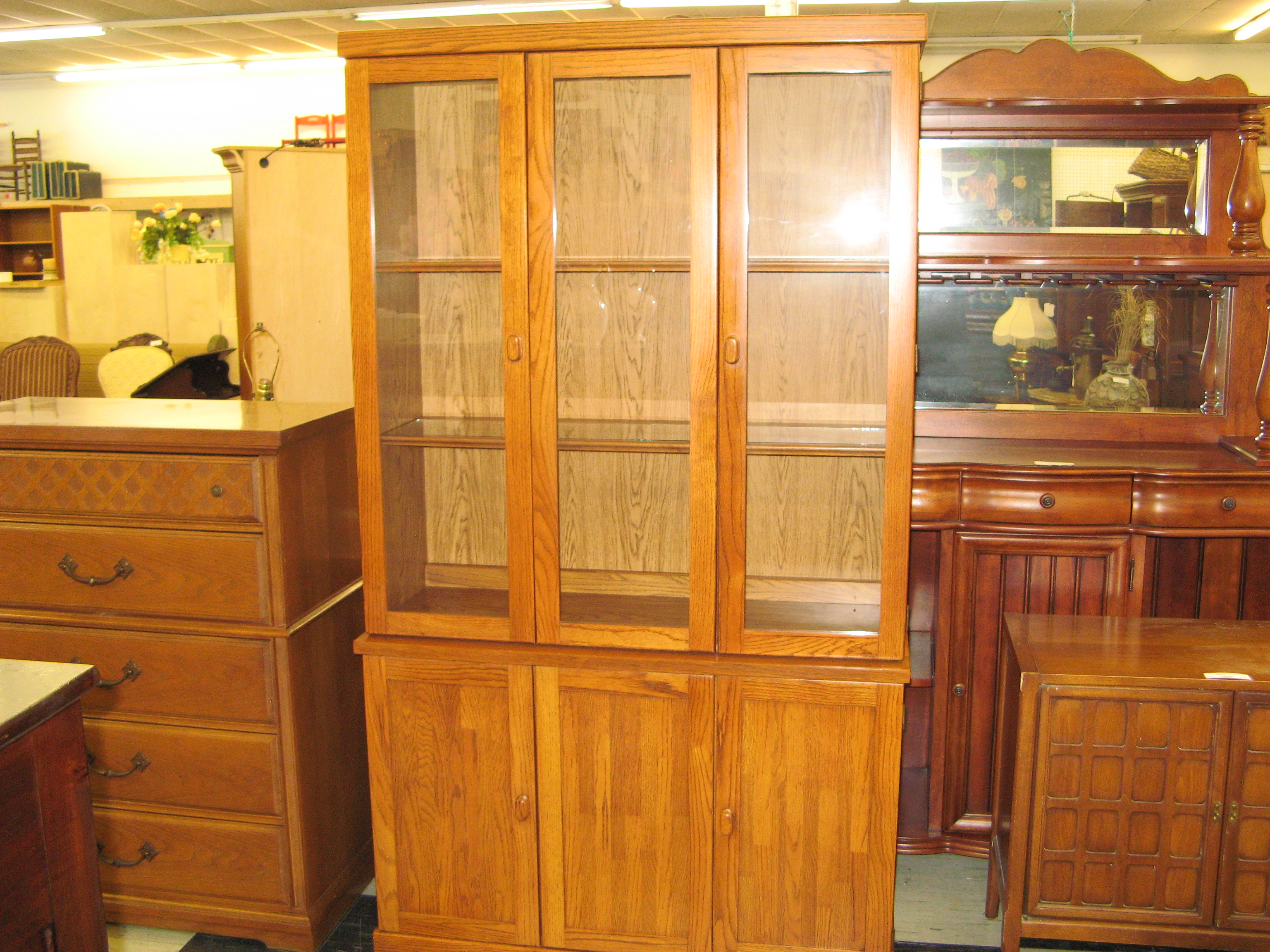 Broyhill Dining Room Hutch & Cabinet (2 Pieces)