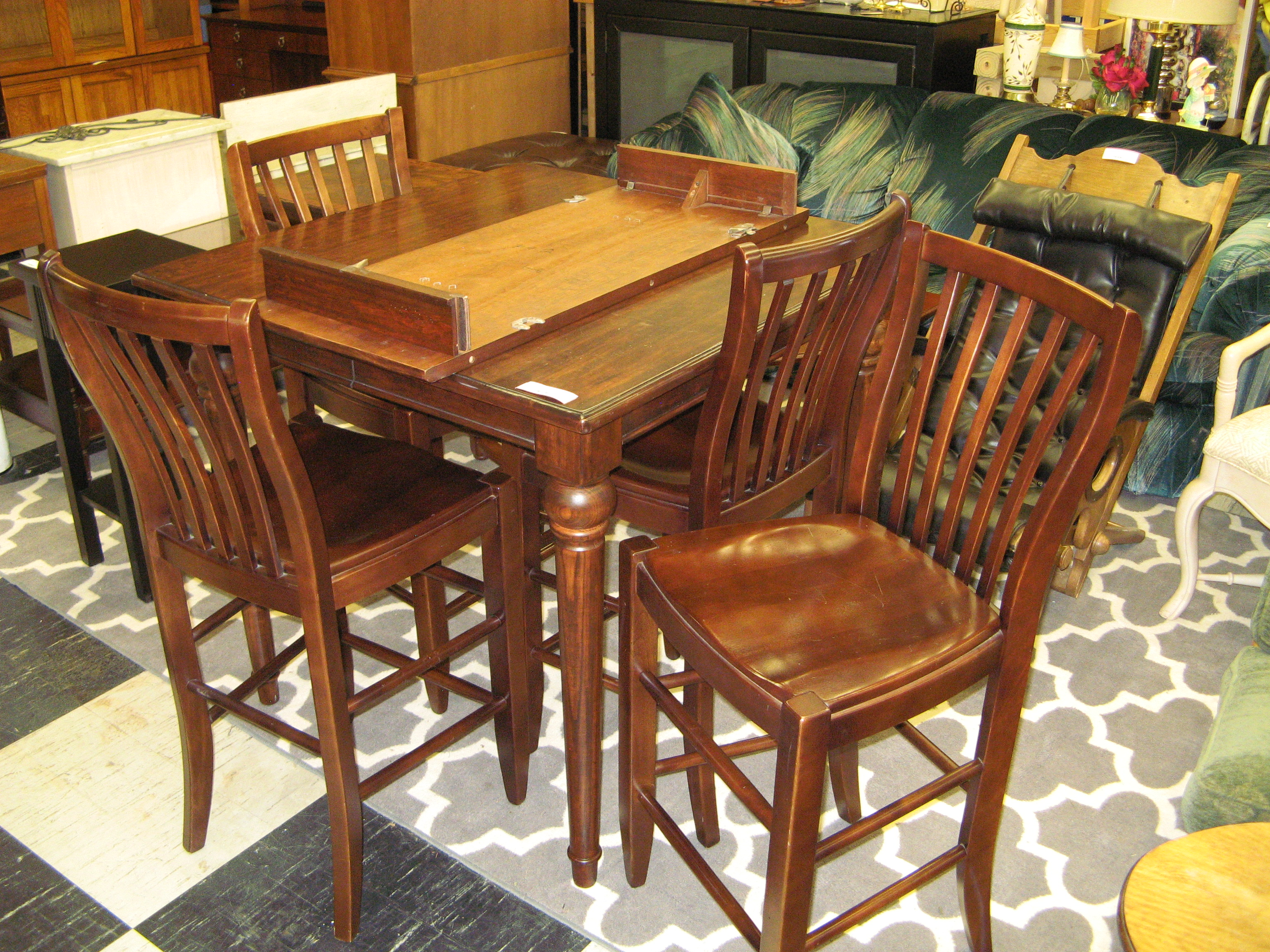 Nichols and Stone High Top Pub Table with 4 Chairs