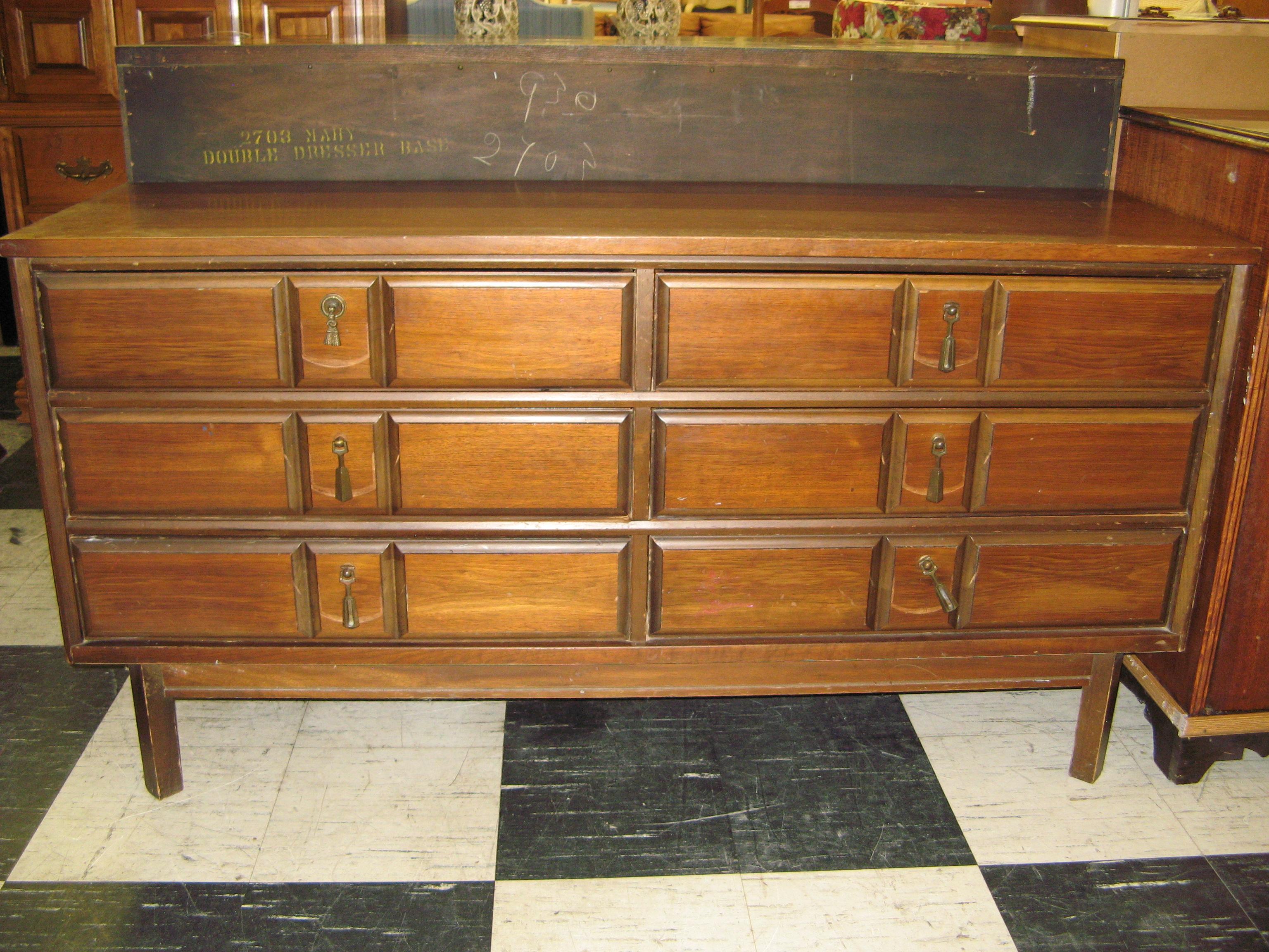 Bassett Double Dresser with Teardrop Drawer Pulls