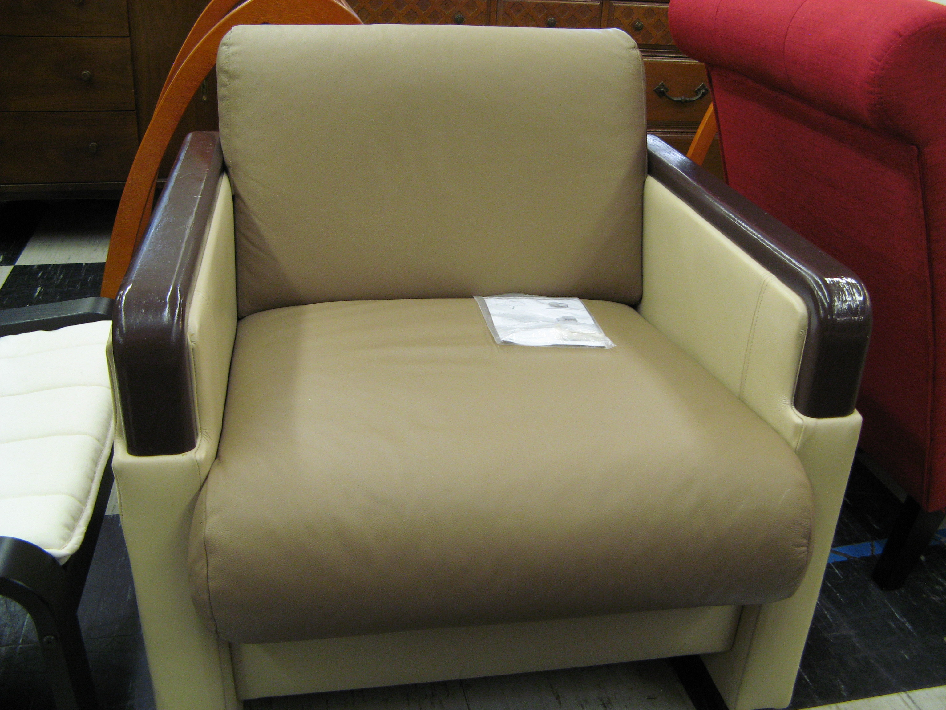 Blockhouse Ambassador Lounge Chair with Bent Ply Arm Caps & Key-Loc System